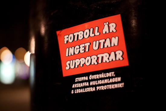 Fotboll är inget utan supportrar. Stoppa övervåldet. Avskaffa huliganlagen & legalisera pyroteknik