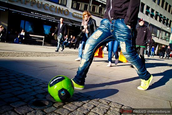Gatufotboll. Foto: Christer Hedberg | christerhedberg.se